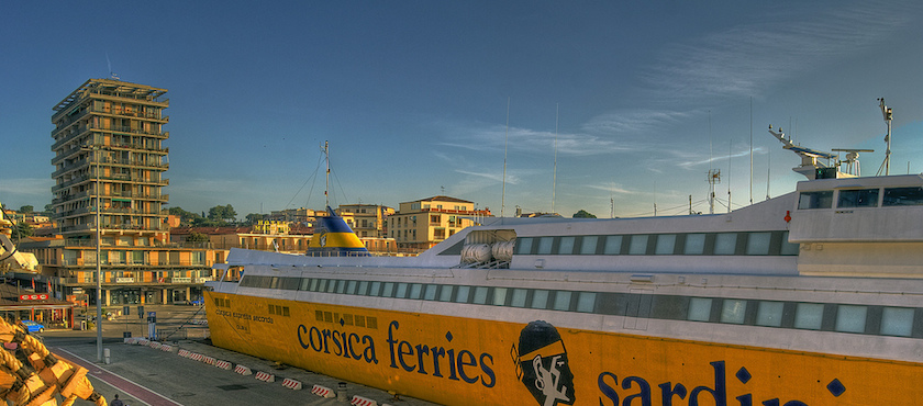 Ferries to Elba island: parking