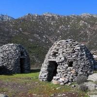 isola d'Elba segreta: cupole e menhir