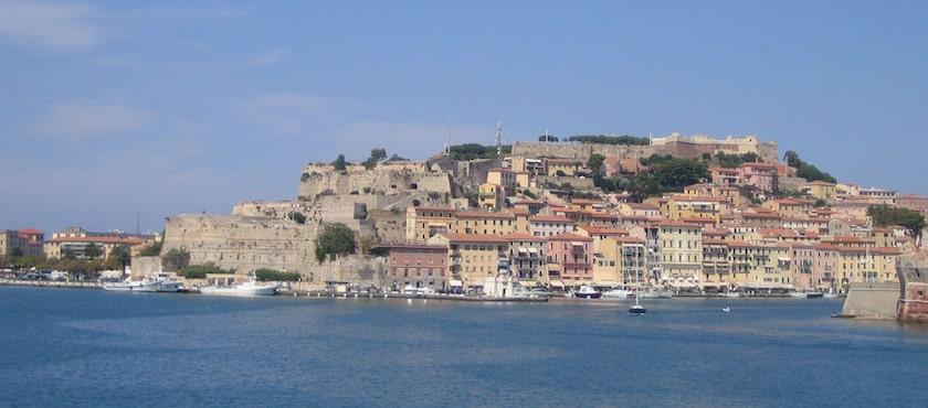 traghetti Elba meglio prenotare